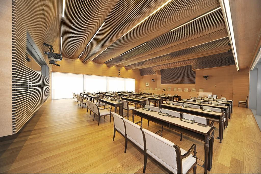 Derako wooden grill system c2c centre for Certified interior decorators international