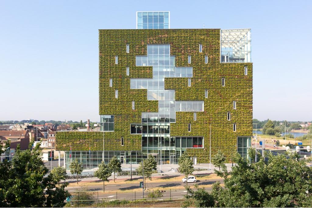 Venlo city hall c2c centre - Building a living wall ...